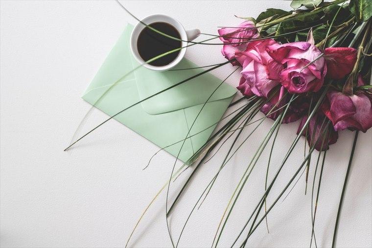 花束とコーヒー